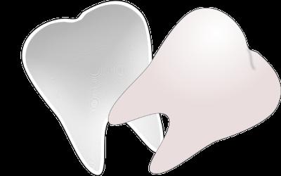 Przepiękne urodziwe zęby również olśniewający prześliczny uśmiech to powód do dumy.